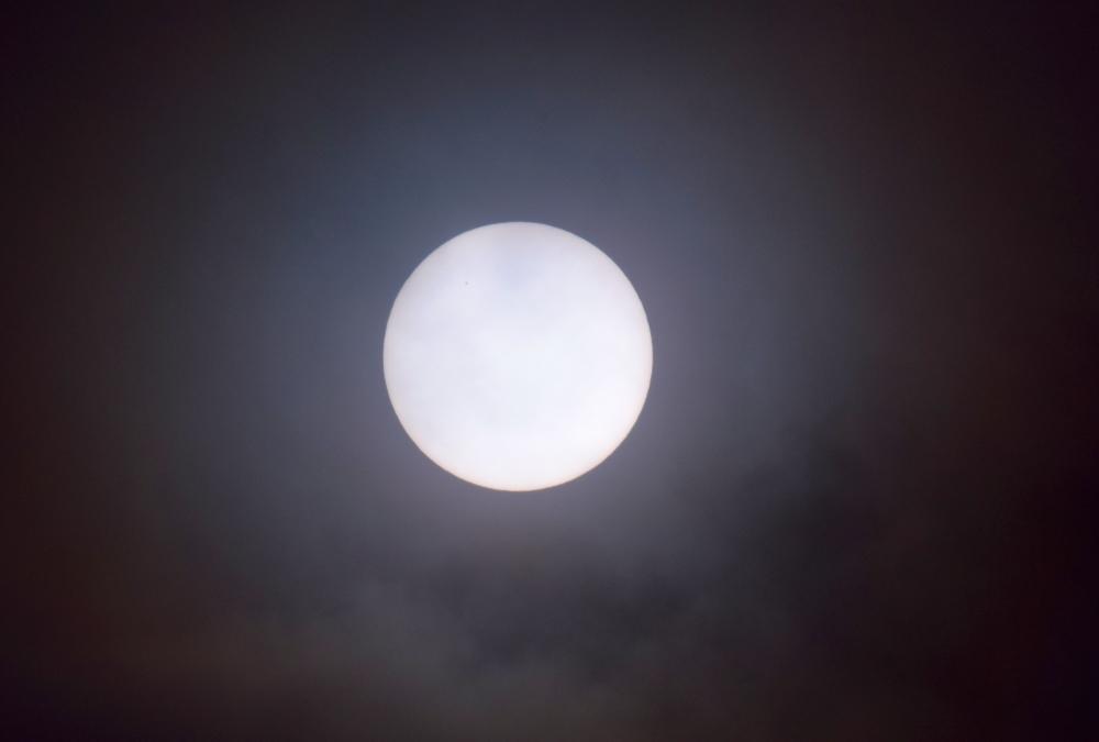 Solen set fra Torshavn den 20/3 2015 kl. 10.50.34 Foto Anders Brandt